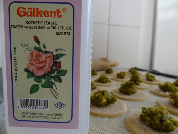 Rose-Pistachio filled cookies